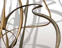 <b>» Ils sentaient le fil se tendre…»</b>  Sculpture en bois patinée or – août 2011